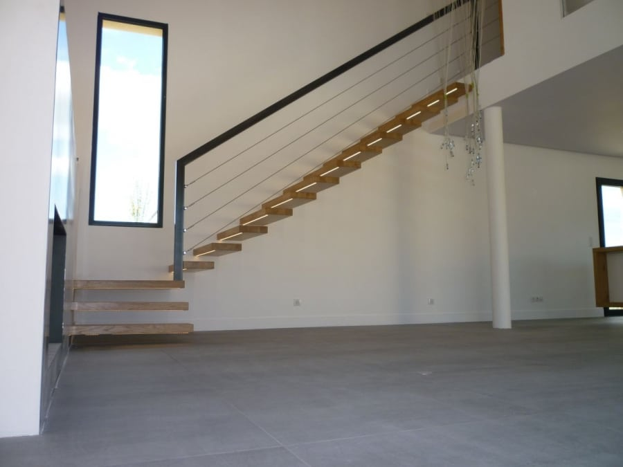 Un escalier épuré et contemporain.